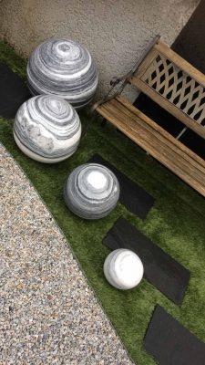 boules de granite déco claires