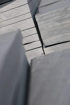 dalles en ardoise pour aménagement du jardin